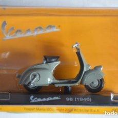 Motos a escala: MOTO COLECCIÓN VESPA 98 1/18 (1946) EN BLISTER SIN ABRIR. Lote 98609399