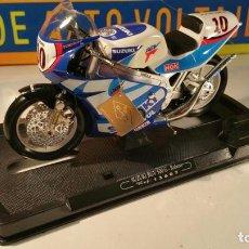 Motos a escala: SUZUKI RGV500 BLANCA MOTO GP DE KENNY ROBERTS - GIGANTE ESCALA 1:10 DE GUILOY. Lote 98477863