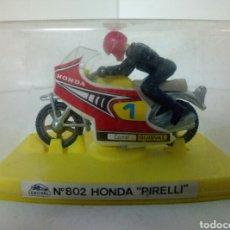 Motos a escala: GUISVAL MOTO HONDA PIRELLI NUMERO 802. Lote 99031692