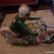 Motos a escala - MOTORISTA DE HOJALATA CON MECANISMO - 100760383