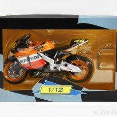 Motos a escala: MOTO HONDA RC211V REPSOL 2003 VALENTINO ROSSI 1/12 CON CAJA, PRODUCTO OFICIAL HONDA, RC 211 V MOTOGP. Lote 101091807