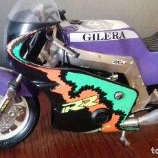 Motos a escala: MOTO HONDA RR GILERA GUILOY. Lote 103828935