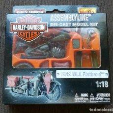 Motos a escala: MOTO ESCALA 1:18 - HARLEY DAVIDSON 1942 WLA FLATHEAD - ASSEMBLYLINE MAISTO - NUEVA - OFICIAL - JM. Lote 210184307