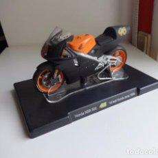 Motos a escala: MOTO A ESCALA 1/18 VALENTINO ROSSI. NUEVA CON CABALLETE. HONDA NSR 500 JEREZ 1999. Lote 147030808