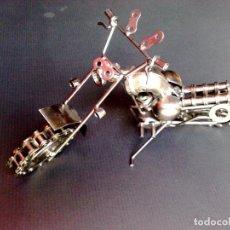 Motos a escala: MOTO DE METAL-ARTICULADO-ARTESANAL-TIPO H.DAVIDSON (DESCRIPCIÓN). Lote 109148527