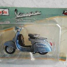 Motos a escala: VESPA 125 AÑO 1953 AZUL ESCALA 1:18 DE MAISTO . Lote 109804019
