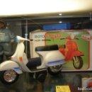 Motos a escala: MOTO VESPA ROMÁN CON CAJA. RADIO CONTROL. ORIGINAL DE 1960-70S. Lote 113520887