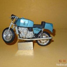 Motos a escala: ANTIGUA MOTO METÁLICA SUZUKI VALLELUNGA GT 750 S IGNORO ESCALA Y FABRICANTE MIDE 14 CM. DE LARGA. Lote 115039019