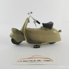 Motos a escala: VESPA MP5 PAPERINO 1945 MAISTO ESCALA 1:18. Lote 120502799
