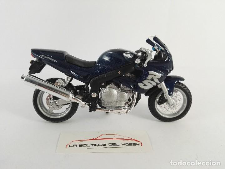 Motos a escala: TRIUMPH SPRINT RS MAISTO ESCALA 1:18 - Foto 2 - 121146139