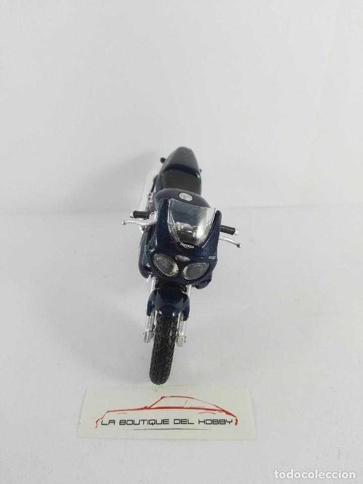 Motos a escala: TRIUMPH SPRINT RS MAISTO ESCALA 1:18 - Foto 3 - 121146139