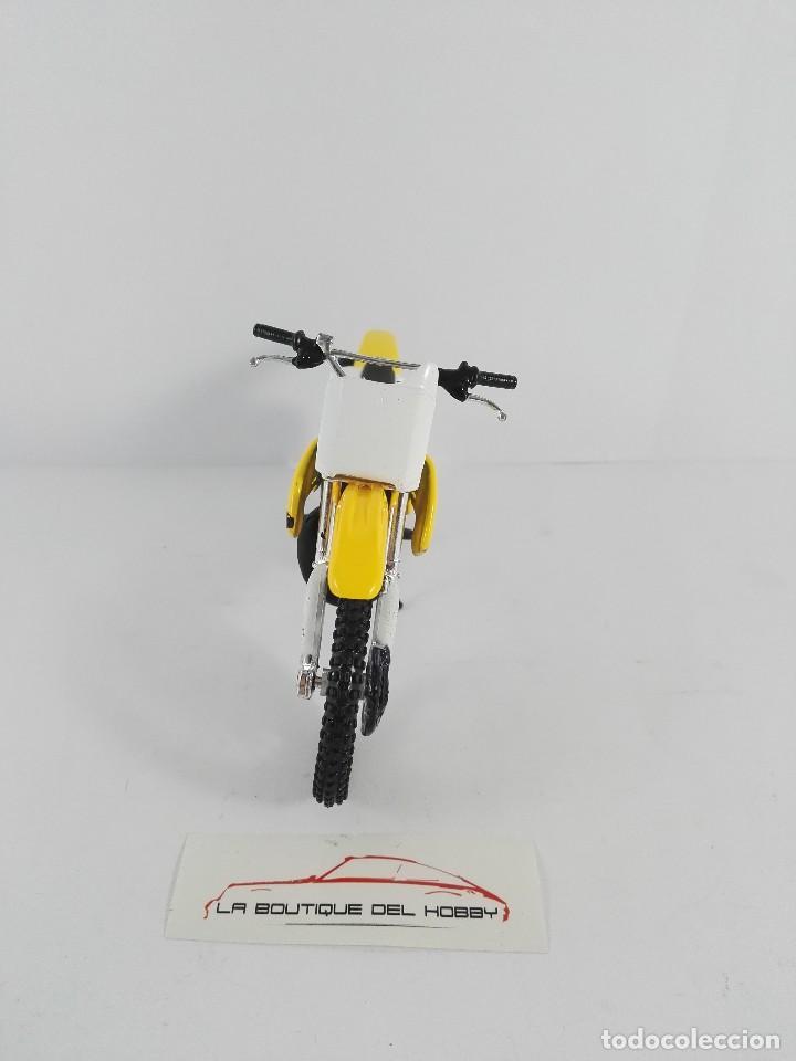 Motos a escala: SUZUKI RM 250 MAISTO ESCALA 1:18 - Foto 3 - 121146483