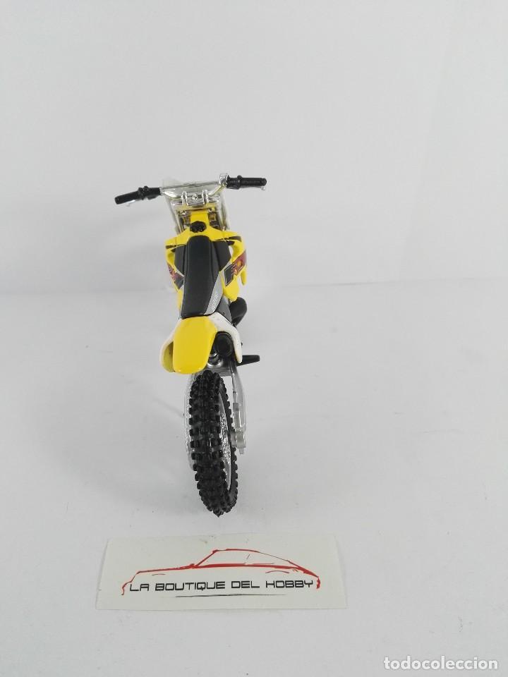 Motos a escala: SUZUKI RM 250 MAISTO ESCALA 1:18 - Foto 4 - 121146483