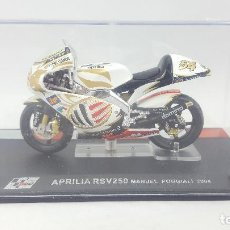 Motos a escala: MOTO ESCALA 1:24 - MOTO GP APRILIA RSV250 MANUEL POGGIALI 2004. Lote 121591251