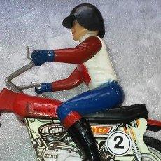 Motos a escala: MOTO A FRICCION EN HOJALATA LITOGRAFIADA Y PLASTICO DE LA CASA VERCOR. Lote 122179115