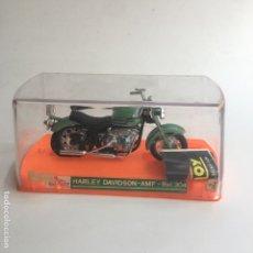 Motos a escala: MOTO MOTOCICLETA GUILOY HARLEY DAVIDSON AMF REF. 304 NUEVA CON SU CAJA, PEANA Y CATALOGO. Lote 125399175