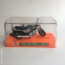 Motos a escala: MOTO MOTOCICLETA GUILOY HONDA CB 900 F REF. 302 NUEVA CON SU CAJA, PEANA Y CATALOGO. Lote 125399599