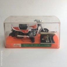 Motos a escala: MOTO MOTOCICLETA GUILOY HONDA CD 1100 R NUEVA CON SU CAJA, PEANA Y CATALOGO. Lote 125399839