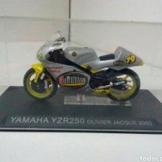 Motos a escala: YAMAHA YZR 250 OLIVER JACQUE 2000. Lote 136841246