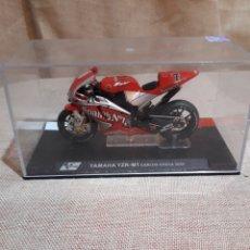 Motos a escala: YAMAHA YZE-M1 CARLOS CHECA 2004. Lote 137497988