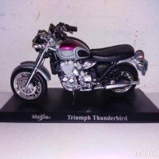 Motos a escala: MOTO A ESCALA MAISTO CON PEANA TRIUNPH THUMDERBIRD. Lote 140691342
