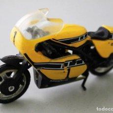 Motos a escala: YAMAHA KENNY ROBERTS. MOTO DE PEQUEÑA ESCALA.. Lote 143245278
