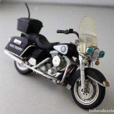 Motos a escala: MOTO HARLEY DAVIDSON DE POLICÍA ESCALA 1.18. Lote 143663066