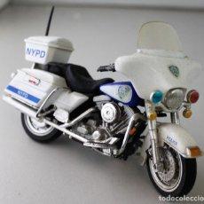 Motos a escala: MOTO HARLEY DAVIDSON DE POLICÍA ESCALA 1.18. Lote 143663202