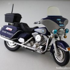 Motos a escala: MOTO HARLEY DAVIDSON DE POLICÍA ESCALA 1.18. Lote 143663214