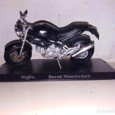 Motos a escala: MOTO A ESCALA MAISTO CON PEANA DUCATI MONSTERDARK. Lote 143727130