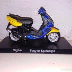 Motos a escala: MOTO A ESCALA MAISTO CON PEANA PEUGEOT SPEEDFIGHT. Lote 143729166