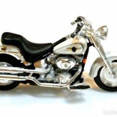 Motos a escala: MOTOCICLETA HARLEY DAVIDSON FATBOY , EDICIÓN MAISTO , 13 CMS. Lote 145806946