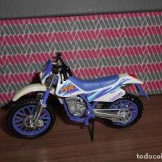 Motos a escala: MOTO A ESCALA YAMAHA TT-R MAISTO. Lote 145972918