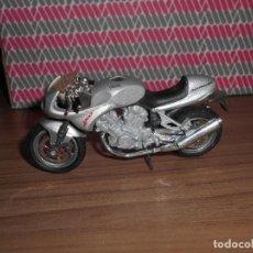 Motos a escala: MOTO A ESCALA VOXAN 100 VZR MAISTO. Lote 145975518