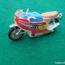Motos a escala: MOTO HONDA COLOR AZUL DE COMPETICIÓN CON CARENADO. MARCA GUISVAL.. Lote 147293134