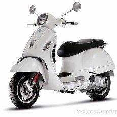 Motos a escala: VESPA GTS 300 SUPER (BLANCO) 1:12 NEW RAY. Lote 149292853