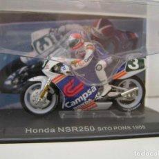 Motos a escala: MOTO CON PILOTO : SITO PONS HONDA NSR250 AÑO 1998- ESCALA 1/24- CON URNA. - NUEVA. Lote 239771375