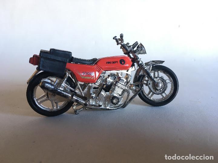 Motos a escala: MOTOCICLETA DE BOMBEROS - FIRE DEPT (DEPARTAMENT) - 9 CMS. X 5 CMS. MOTO DE PLÁSTICO - Foto 3 - 151617530