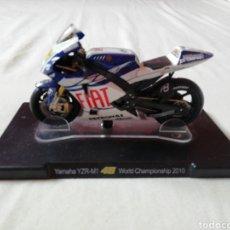 Motos a escala: YAMAHA YZR-M1 VALENTINO ROSSI Nº46 WORLD CHAMPIONSHIP (2010). Lote 160209320
