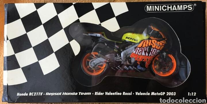 Motos a escala: MINICHAMPS Repsol Honda Team RC211V Valentino Rossi MotoGP Valencia 03 1:12 - Foto 8 - 160471901