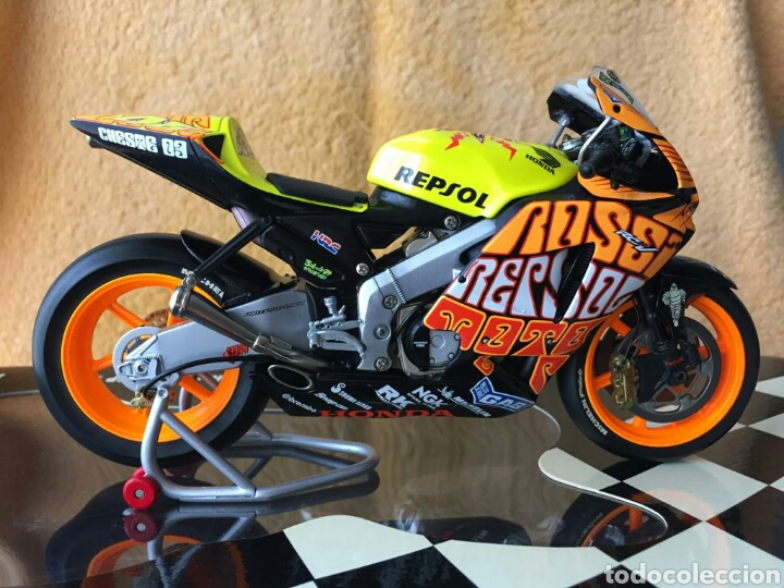 Motos a escala: MINICHAMPS Repsol Honda Team RC211V Valentino Rossi MotoGP Valencia 03 1:12 - Foto 2 - 160471901