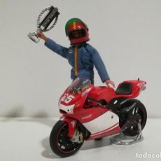 Motos a escala: DUCATI DESMOSEDICI LORIS CAPIROSSI MOTO GP 2003 Nº 65 ESCALA 1:12 COMPATIBLE CON MADELMAN. Lote 162963978