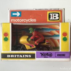 Motos a escala: NORTON 850CC E 1:32 BRITAINS. Lote 165004930