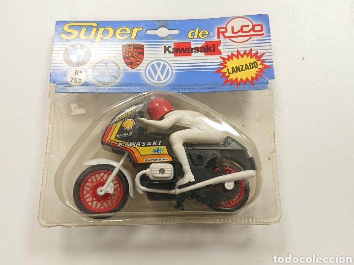 Motos a escala: Moto kawasaki de Rico fricción en blister - Foto 2 - 165413186