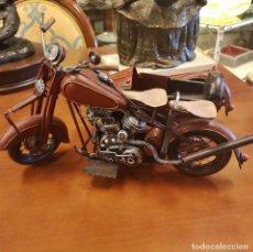 Motos a escala: MOTOCICLETA CON SIDECAR DE CHAPA. Lote 169150956