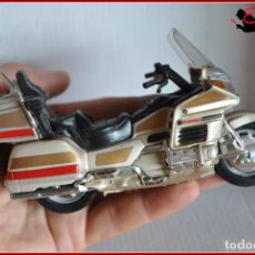 Motos in scale: TX4 19 - MAISTO - HONDA GOLDWING. Lote 170497772