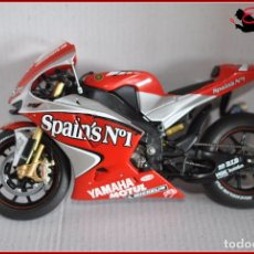 Motos in scale: TX4 28 - YAMAHA YZR-M1 SPAIN'S Nº1 CARLOS CHECA 2004. Lote 170501864