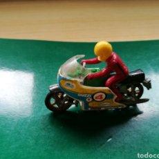 Motos a escala: ANTIGUO JUGUETE DE MOTO GUZZI, CON PILOTO. Lote 170517394