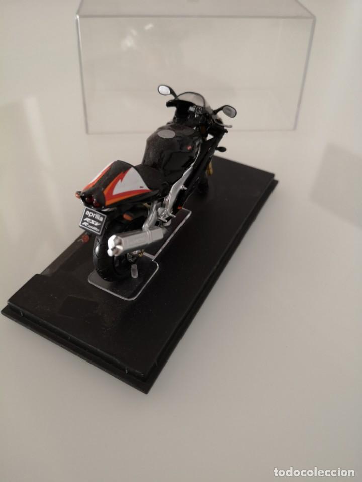 Motos a escala: APRILIA RSV 1000 R ESCALA 1/24 NUEVA EN SU BLISTER ORIGINAL - Foto 3 - 171086180