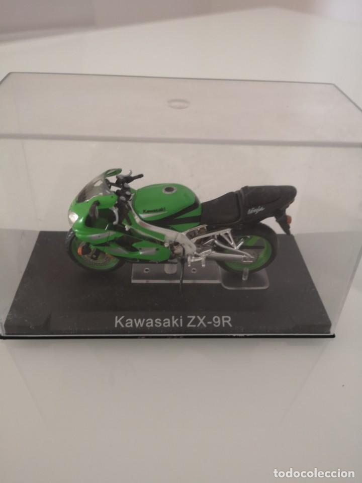 Motos a escala: KAWASAKI ZX-9R ESCALA 1/24 NUEVA EN SU BLISTER ORIGINAL - Foto 4 - 171104203